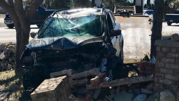 Vehicle crashes through brick pillar in Tecumseh | CTV ...