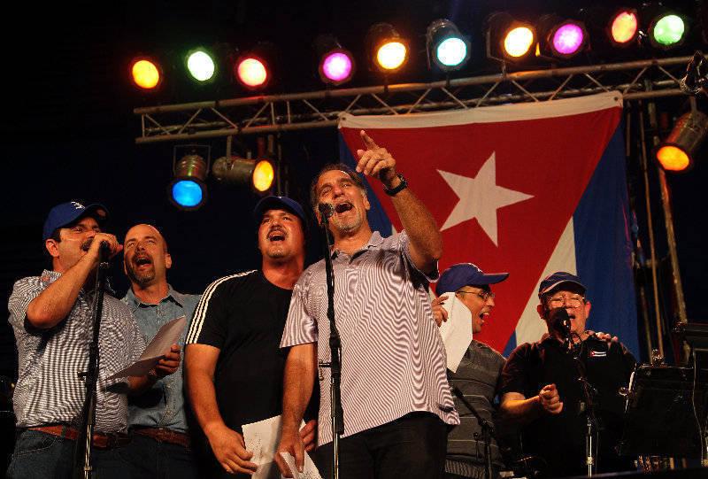 Los Cinco Héroes cubanos en el concierto de Silvio por su llegada a la Patria.