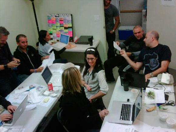 """""""Aca logrando que mtv me deje hacer lo que quiera"""" foto tomada del TweetPhoto Calle13Oficial donde comentó los preparativos del espectáculo"""