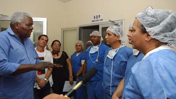 https://i1.wp.com/www.cubadebate.cu/wp-content/uploads/2010/02/lazo-con-cooperantes-cubanos-02.jpg