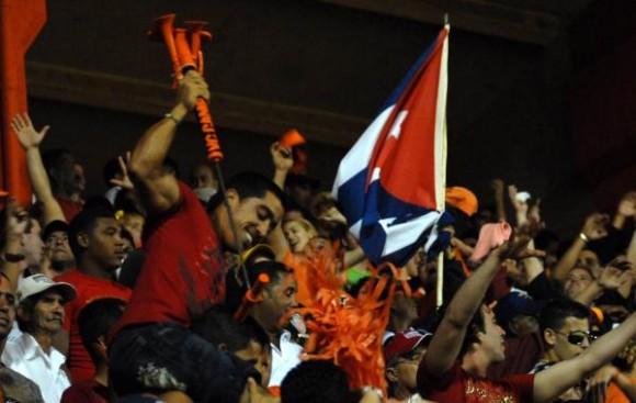 Público asistente al estadio Augusto Cesar Sandino. Foto Arelys Echevarría / AIN