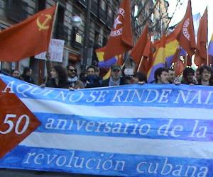 Unas 400 personas se concentraron frente a la embajada de Cuba en España para condenar una reciente resolución anticubana del Parlamento Europeo (PE)