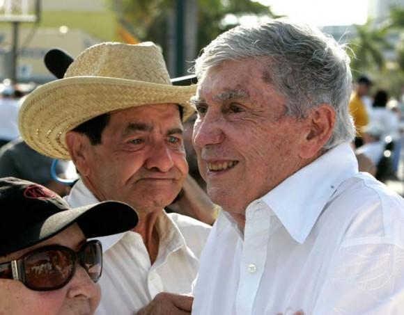 Luis Posada Carriles durante una marcha celebrada en Miami. Foto: Reuters