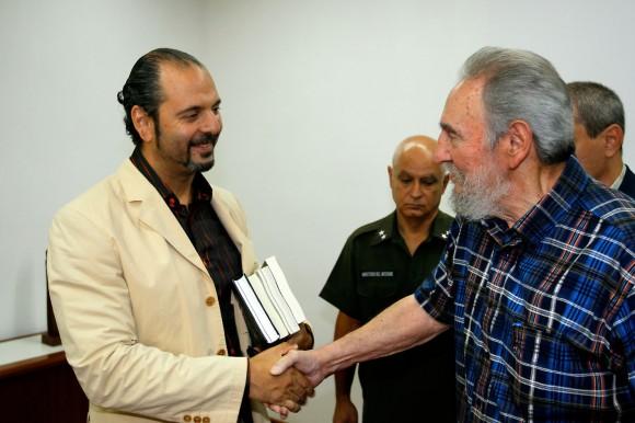 Fidel recibe al escritor ruso Daniel Estulin. Foto. Alex Castro