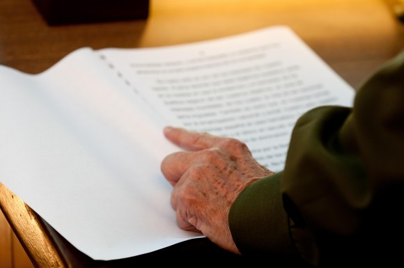 Leyendo el discurso. Foto: Roberto Chile