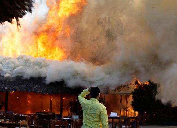 Incendio en el popular restaurante El Paleque, de La Habana. Foto: Reuters