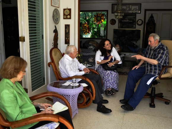 Fidel Castro y James Carter en La Habana. Con blusa verde, Rosalynn. Foto: Estudios Revolución