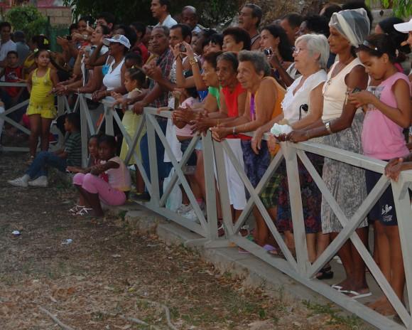 Generaciones diversas corearon famosísimas canciones. Foto: Rafael González/Cubadebate.