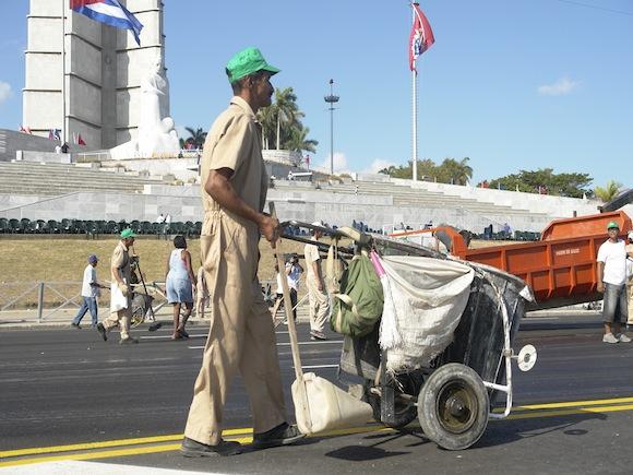 Los carros de siempre no podían faltar. Foto: Rafael González/Cubadebate.