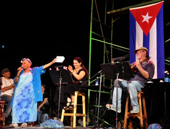 Momento histórico: Omara Portuondo canta La era junto a Silvio Rodríguez . Foto Kaloian