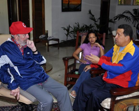 Fraternal encuentro entre Chávez y Fidel. Foto: Estudio Revolución