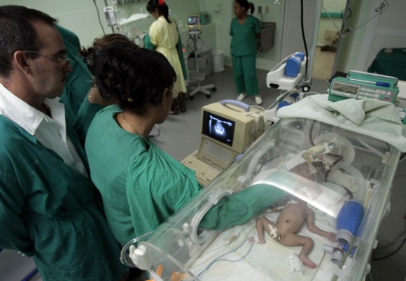 Sala de Neonatologia, del Hospital Povincial de Ciego de Avila, Dr: Antonio Luaces Iraola. Foto: Ismael Francisco.
