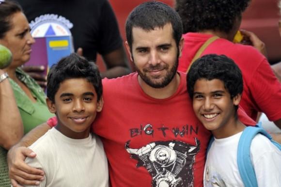 Habanastation: Ian Padrón y los dos niños protagonistas de la película.