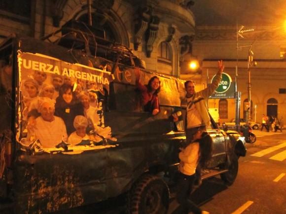 Festejos por las elecciones de Cristina en Argentina. Foto: Kaloian.
