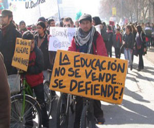 Protestan estudiantes en Chile.