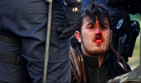 Represión contra estudiantes en Valencia, España. Foto: Público