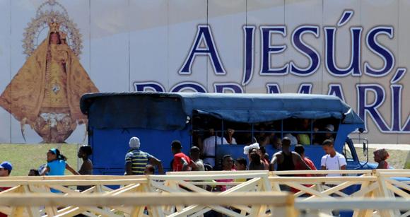 Plaza de la Revolución Antonio Maceo. Santiago de Cuba espera al Papa Benedicto XVI. Foto: Ismael Francisco