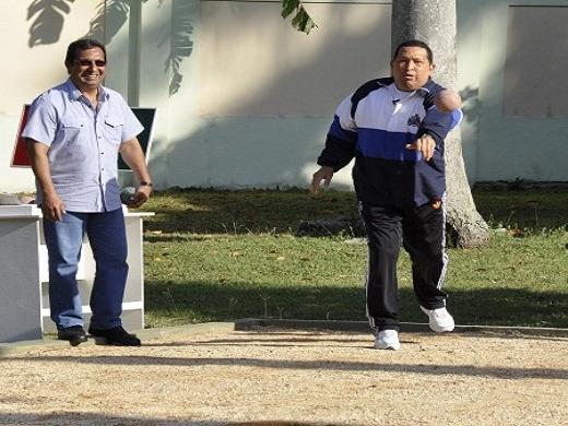 Chávez lanza la bola criolla. Foto: Estudios Revolución