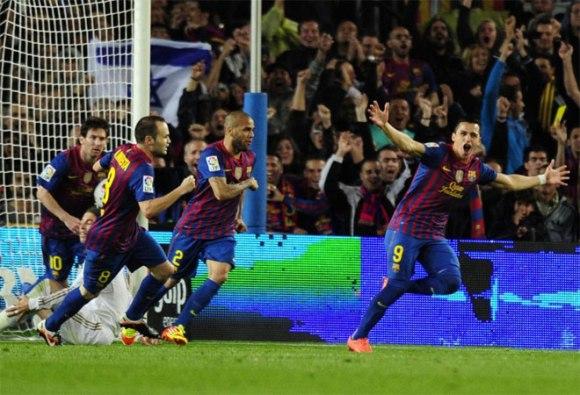 El jugador chileno puso las tablas en el luminoso cuando llevaba muy pocos minutos sobre el terreno de juego. Alexis sustituyó a Xavi Hernández. Foto: AFP