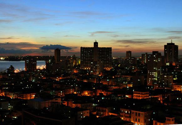La Habana de noche. Foto: Ladyrene Pérez/Cubadebate.