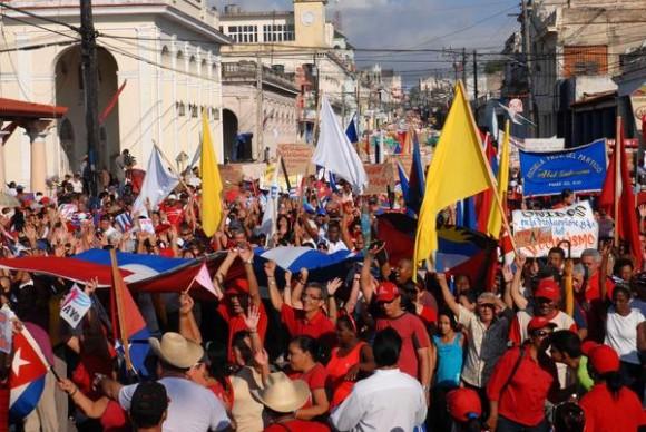 Multitudinario desfile por el día internacional de los trabajadores, se realizó en la ciudad de Pinar del Río, el 1 de mayo de 2012. AIN FOTOS/Abel PADRÓN PADILLA