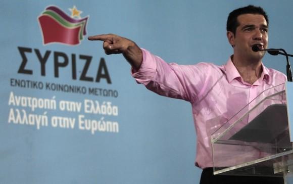 Alexis Tsipras, líder de Syriza, habla a sus seguidores este viernes. Foto: AP