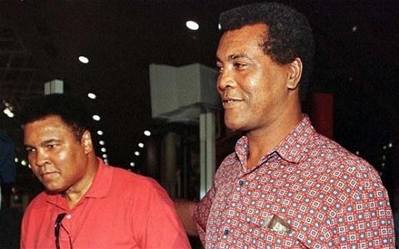 Teofilio Stevenson et Mohammed Ali à La Havane en 1996