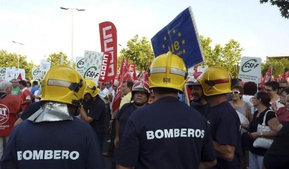 Un grupo de bomberos en la manifestación convocada en Ciudad Real.Foto: Beldad/EFE.