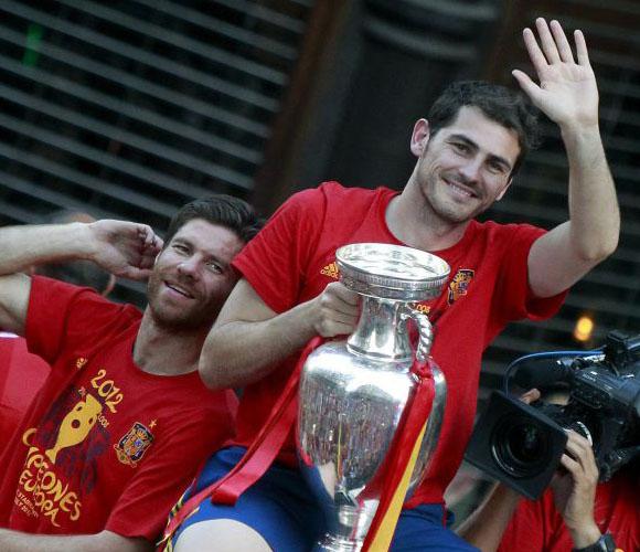 El Capitán de la selección, Iker Casillas, disfrutando la Copa. Foto: El País