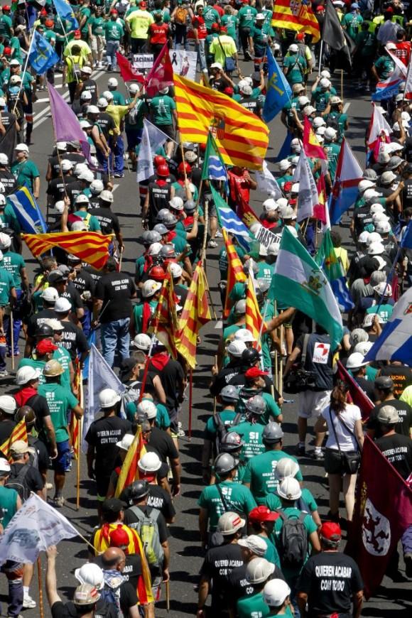 La afluencia de manifestantes ha ocupado ampliamente el paseo de la Castellana.  Foto: El País