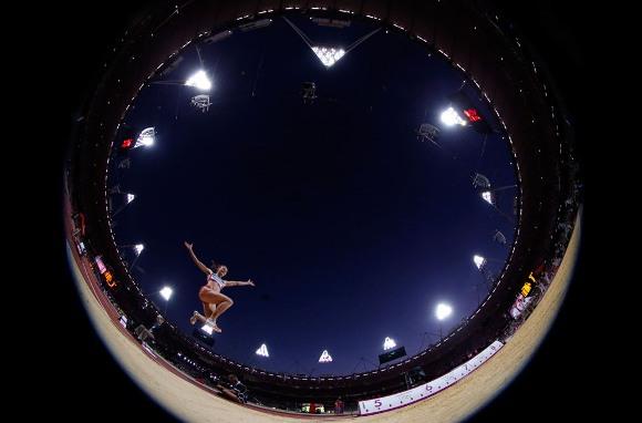 Ivanova durante la competencia de salto largo