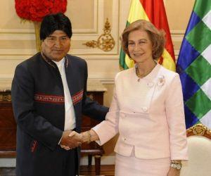 El presidente boliviano, Evo Morales y la Reina Sofía durante una reunión en el palacio presidencial Quemado, en La Paz, Bolivia. Foto: AFP