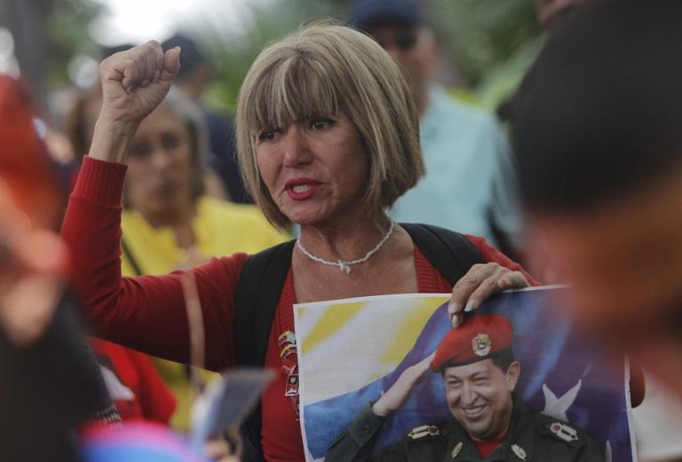 Venezolanos muestran su apoyo a Chávez. FOTO: EFE