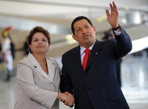 6 de junio de 2011. Hugo Chávez y la presidenta de Brasil, Dilma Rousseff, durante una reunión en el Palacio de Planalto, en Brasil. © AFP Evaristo SA