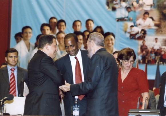 En la Primera Graduación de la ELAM. 20 de agosto de 2005. Foto Estudios Revolución/Archivo de Cubadebate