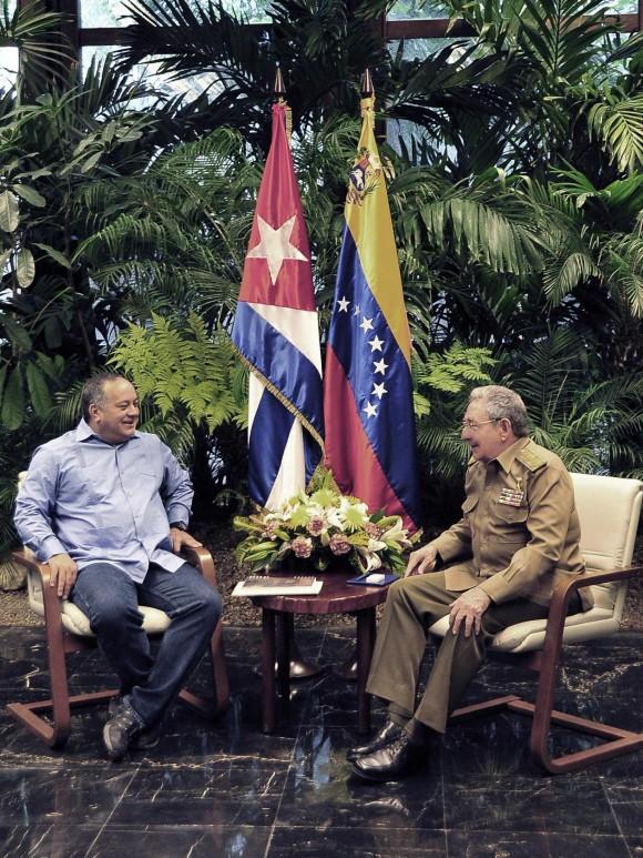El Presidente cubano Raúl Castro Ruz recibió en la tarde del sábado a Diosdado Cabello.