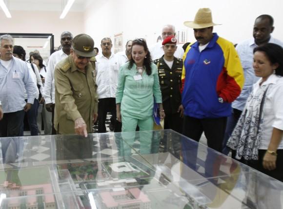 En la maqueta de la instalación. Foto: Ismael Francisco/Cubadebate.