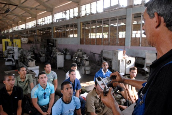 Consolidar la enseñanza politécnica para formar los obreros y técnicos que el país necesita Fot:o: Calixto N. Llanes