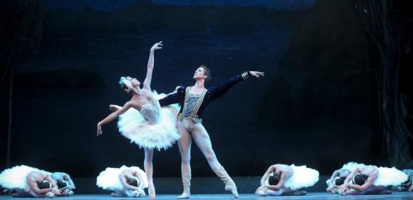 Singular pose del final del adagio, que se conserva en la versión del Ballet Nacional de Cuba según la lectura de Alicia Alonso y que se documenta como histórica dentro de la tradición occidental del ballet del siglo XX.