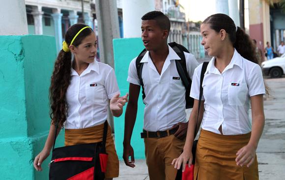 Primer dia de clases breve mirada por las calles habaneras. Foto: Ismael Francisco/Cubadebate.