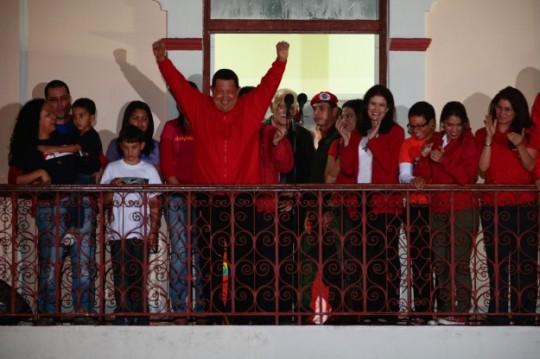 Chávez celebra en el Balcón del Pueblo el triunfo electoral del 7 de octubre de 2012. Foto: Archivo