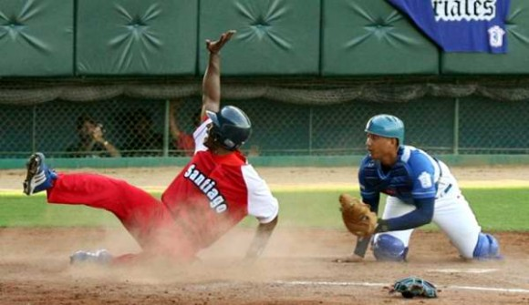santiago-industriales-beisbol