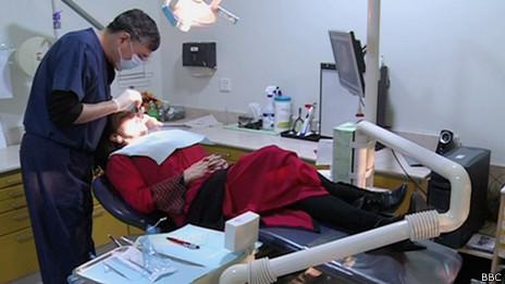 Los servicios dentales de primera línea están disponibles para quienes pueden pagarlos.