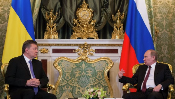 Víctor Yanukóvich y Vladímir Putin. Foto: RIANOVOSTI