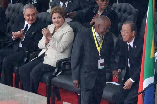 Raúl y la presidenta brasileña Dilma Rousseff, quien también habló a los asistentes. Foto: Granma.