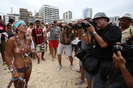 Derecho al topless en Brasil. Foto: EFE