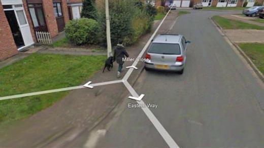 Wendy Southgate pasea a su perro en Google Street View.