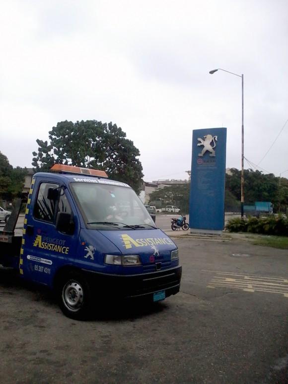 Agencia Sasa Peugeot en Vía Blanca y Primelles.