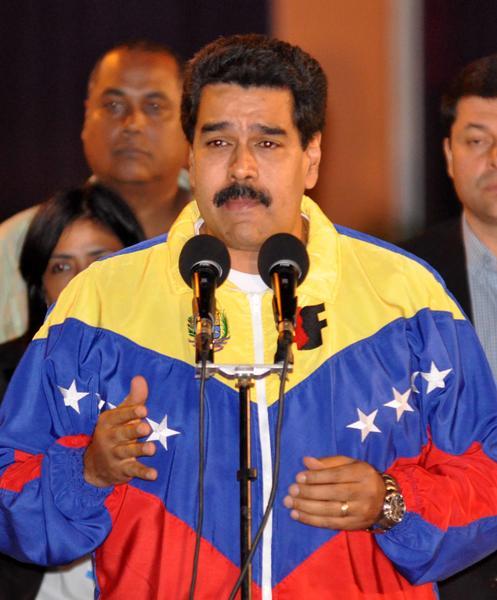 Nicolás Maduro, Presidente de la República Bolivariana de Venezuela, ofrece declaraciones a la prensa, a su llegada al aeropuerto Internacional José Martí de La Habana, Cuba, el 26 de enero de 2014, para participar en la II Cumbre de la Comunidad de Estados Latinoamericanos y Caribeños (CELAC).    AIN FOTO/Marcelino VÁZQUEZ HERNÁNDEZ/