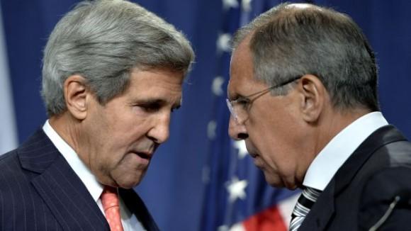 John Kerry y Serguei Lavrov dialogan sobre conflicto en Siria. (AP)